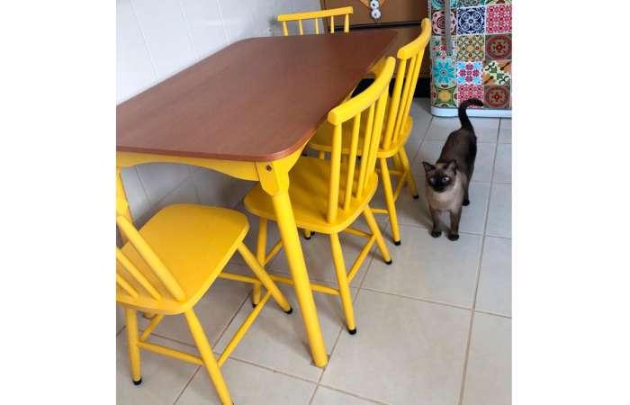 Cozinha moderna decorada com mesa e 4 cadeiras de madeira Mimo